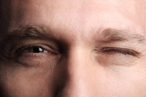 Giật mắt trái nam có điềm báo gì? Dự báo phát lộc chỉ trong một khắc