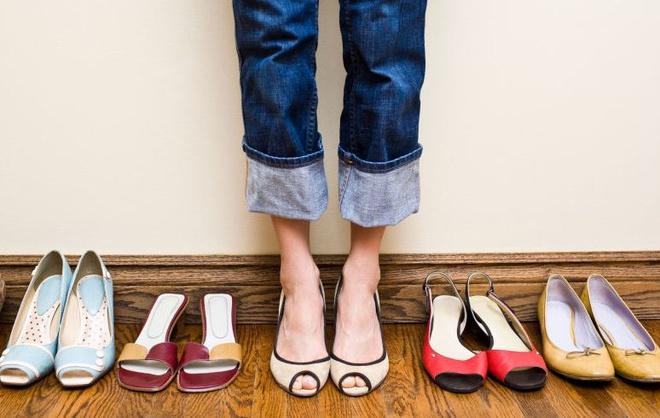 Nằm mơ thấy giày dép là điềm gì, đánh con gì?