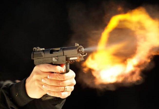 Mơ thấy bắn súng có điềm báo gì, con số may mắn là gì?